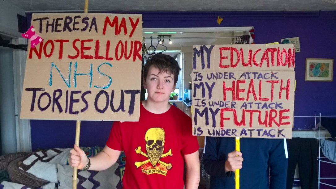 gowler-grandkids-placards-our-nhs